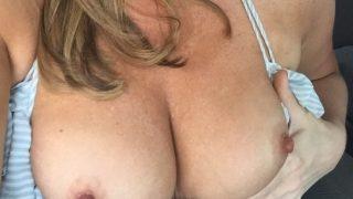 Femme cougar sexy cherche des beaux jeunes mecs